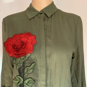 Tops - Shirt with a rose 🌹 detail